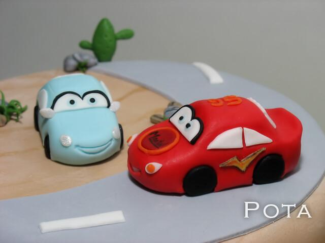 """Gâteau d'anniversaire """" CARS """""""