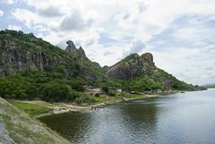 quixad 01 (leandro kanno) Tags: gua brasil cear represa seca aude regionordeste abastecimento quixad formaorochosa