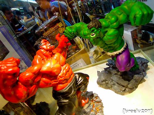 Red Hulk vs. Green Hulk by israelv