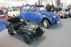 Willys Jeep - model with motor / Miniatur mit Motor (Mc Steff) Tags: willys jeep model motor miniatur retroclassicsmessestuttgart2016 citroen 2cv 2 cv 1979 us army usarmy