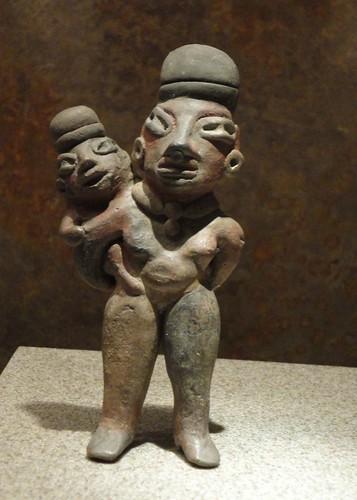 Figuras de mujeres aztecas y diosas.