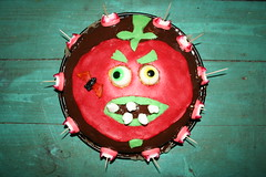 Killer tomato cake (Like_the_Grand_Canyon) Tags: food halloween monster cake dark movie baking eyes candy sweet chocolate tomatoes attack killer horror augen der tomaten kuchen backen angriff thekiller killertomaten