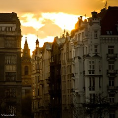 coucher de soleil  Prague ([ Vincent Leroux Photo ]) Tags: buildings soleil prague coucher smichov praha immeubles