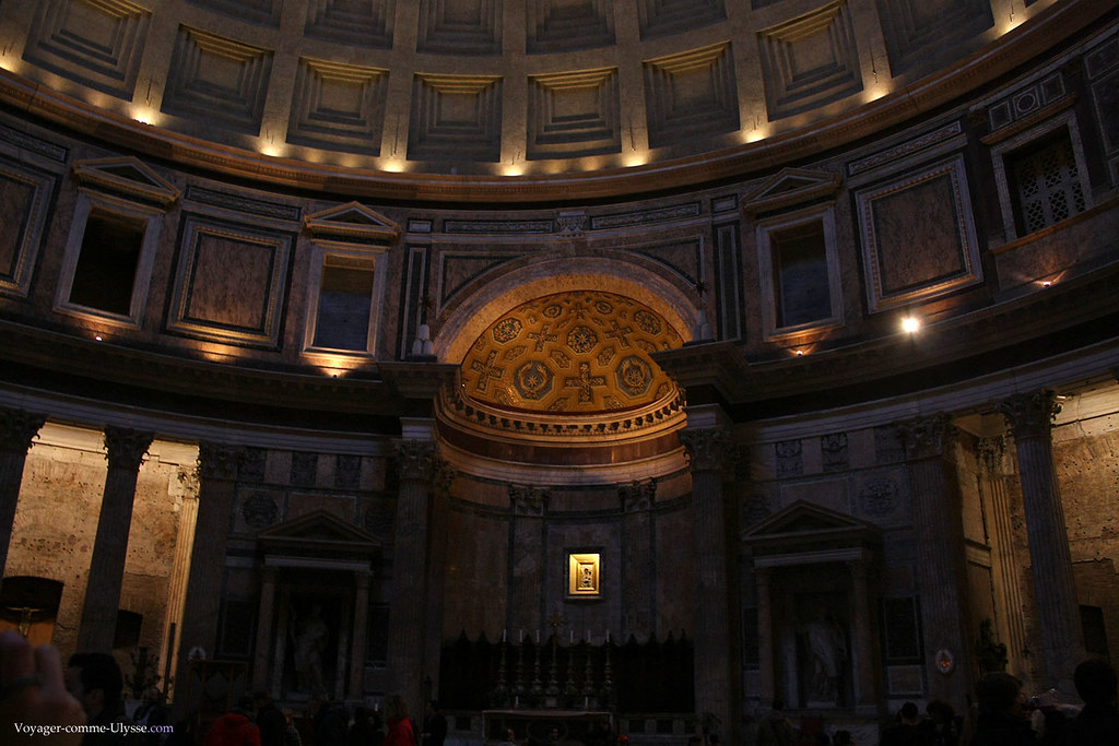 L'église qu'est le Panthéon est encore utilisée de nos jours