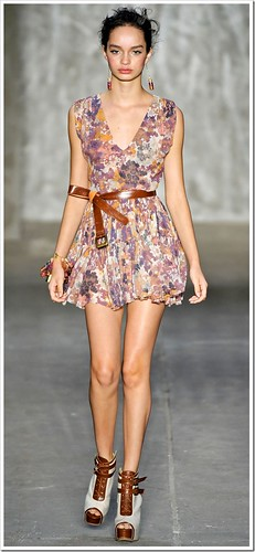 cinto com vestido feminino
