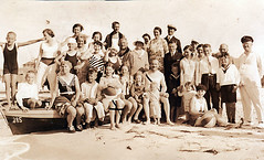 bathing folks 1930 (Frollein Eichblatt) Tags: old 1920s woman girl swimming vintage thirties 1930s antique flapper bathing swimsuit twenties bathingcap