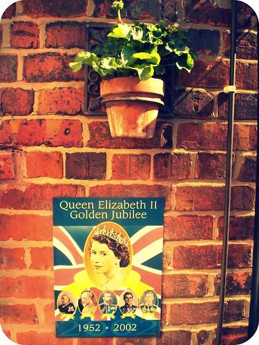 Queen vintage sign