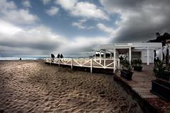 Windy and cloudy (Carlo Columba) Tags: sea kite beach clouds grey italia nuvole mare grigio wind it palermo spiaggia vento mondello