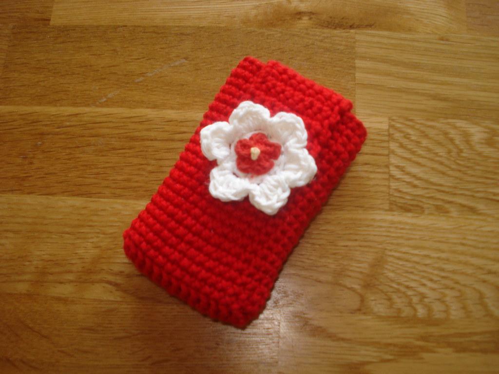 Crochet mobile phone cover