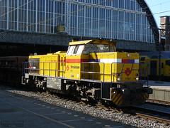 Strukton Rail (Can Pac Swire) Tags: netherlands dutch station amsterdam train nederland centraalstation trein noordholland northholland koninkrijkdernederlanden strukton g1206 ap1110193