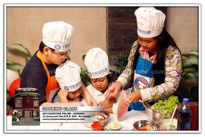 Kursus Masak & Kue untuk Anak Anak. Kid's Cooking Class. Info: 0813 3200 3300