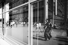 Reflexionen (andersdenkend) Tags: life street city people urban blackandwhite bw lines architecture reflections perspective wideangle stadt humans reflexionen weitwinkel strase nikkor24mmf28 nikond700
