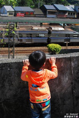 宇哥比較喜歡看火車