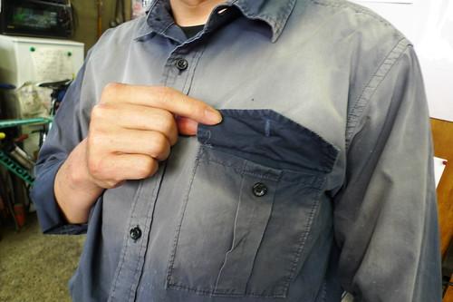 Tig溶接時の光線は、10ヶ月でシャツをこんなにする。