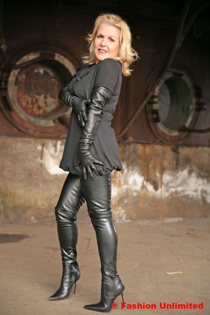 How to Stretch Leather How to Stretch Leather new foto