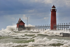 Grand Haven Lighthouse - Grand haven , Michigan (Michigan Nut) Tags: usa storm beach geotagged waves lakemichigan michiganlighthouses grandhavenmichigan grandhavenlighthouse grandhavenstatepark michigannutphotography