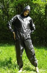 IMGP0463 (Karhu1) Tags: snow shiny suit glossy sweat nylon spandex sauna rainwear pvc leggings snowsuit overall schwitzen saunaanzug schwitzanzug