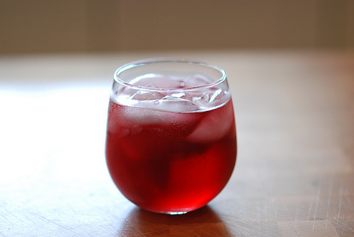 wine-spritzer-make-booze-last-longer