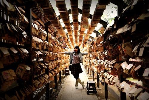 フリー写真素材, 人物, 女性, 人と風景, 神社・仏閣・寺院, 日本, 絵馬,