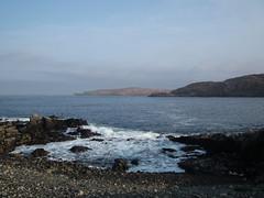 Handa Glimpse (Derbyshire Harrier) Tags: morning sea dawn islands scotland spring highlands sutherland handaisland scourie 2011