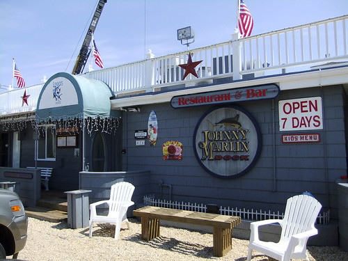 Lenny's on the Dock, Exterior