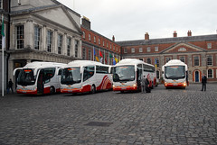Bus Eireann in Dublin Castle (Longreach - Jonathan McDonnell) Tags: ireland dublin coach media photographer journalist scania dublincastle royalvisit buseireann irizar mediabus quuenelizabethiiireland