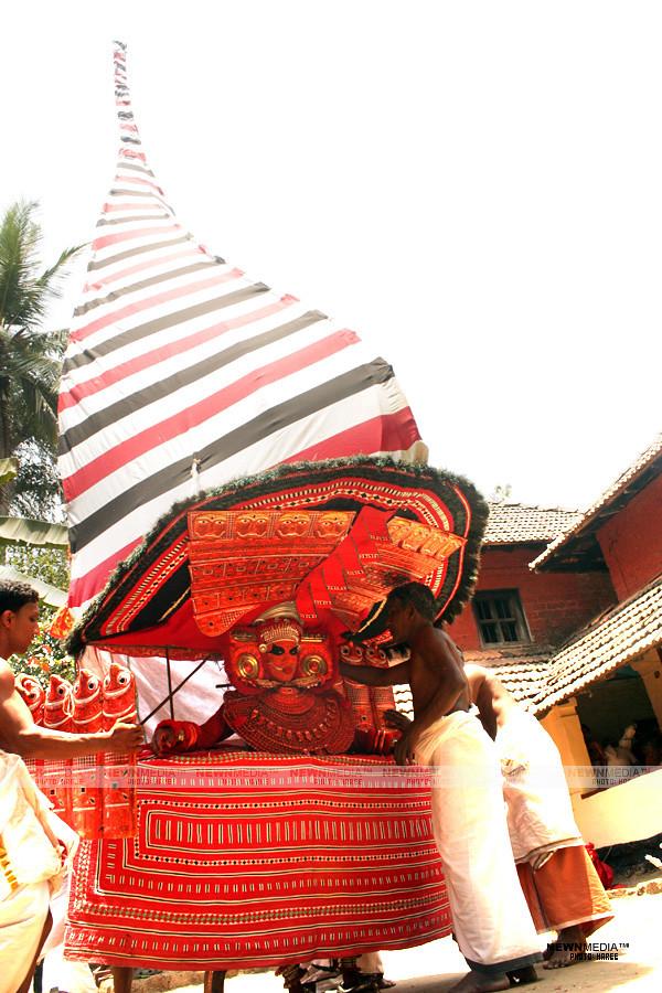 Vallarkulangara Bhagavathi - Photography by Haree for Nishchalam.
