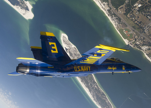 [フリー画像] 乗り物, 航空機, アクロバット・チーム, ブルーエンジェルス, F/A-18 ホーネット, 201106011300