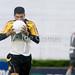 O jogador Schwenck do Criciuma é expulso após comemorar  gol