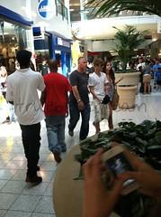 justinbieber-selenagomez-arlingtontexas-mall-01