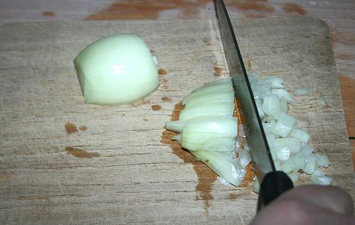 12 - Zwiebel würfeln