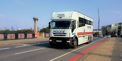 London Metropolitan Police Iveco Stralis Horse Box BU12 AEB (standhisround) Tags: london londonmetropolitanpolice metropolitanpolice met metpolice iveco police stralis ivecostralis vehicle lorry horsebox lambeth lambethbridge