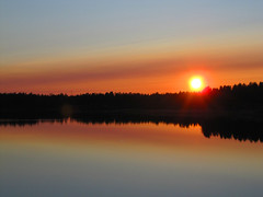 Summernight (Vaeltaja) Tags: sunset summer lake reflection water june suomi finland scenery oulu maisema vesi kes auringonlasku heijastus keskuu kuivasjrvi
