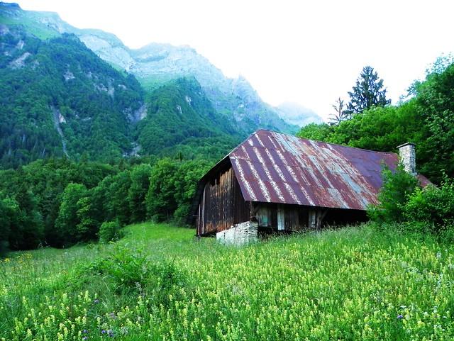 Grange au-dessus du lac de Montdessus 001