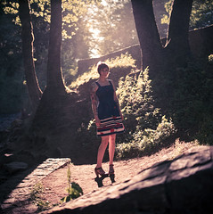 Sarah (Dabe Alan | www.dabealan.com) Tags: blue trees light sun film water girl alan sarah oregon standing shine dress natural falls porta multnomah spraying horsetail dabe 160 daus