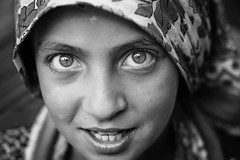 In her soul (Giulio Magnifico) Tags: sea inspiration macro look closeup composition turkey intense eyes emotion secret refugees muslim citylife streetphotography streetportrait style sharp syria essence gaze curiosity glance nikond800e nikkormicro105mmafsvrf28