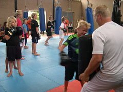 "zomerspelen 2013 karate clinic • <a style=""font-size:0.8em;"" href=""http://www.flickr.com/photos/125345099@N08/14427397423/"" target=""_blank"">View on Flickr</a>"
