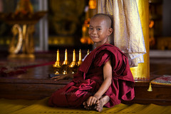 _MG_5765-18_04_2016_wat-thail-wattanaram-maesot-thailande-christophe-cochez-3-cop (christophe cochez) Tags: burmes burma birmanie birman myanmar thailand thailande maesot myawadyy monk bonze novice religion watthailwattanaram travel voyage bouddhisme buddhism portrait