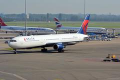 N839MH Delta Boeing 767-400 EHAM 13/9/16 (David K- IOM Pics) Tags: n839mh b764 boeing 767400 dal dl delta ams amsterdam schiphol airport eham airlines