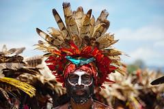 Goroka Show 37 (travelationship) Tags: travel travelationship travelphotography papuanewguinea png gorokashow goroka easternhighlandsprovince singsing tribe culturalshow