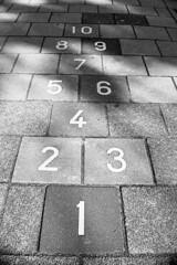 Count up (Arne Kuilman) Tags: amsterdam nikon f100 35mm dx dxlensonfx analogue xp2 ilford scan v600 film nederland netherlands hopscotch nummers cijfers