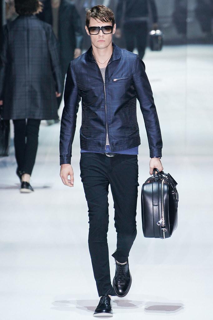 SS12 Milan Gucci022_Adrian Wlodarski(VOGUEcom)