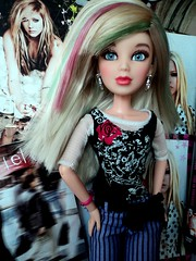 What The Hell ? (gaby.dolls) Tags: pink green purple sophie blonde liv boneca avril whatthehell loira lavigne avrillavigne icandobetter lavgnia