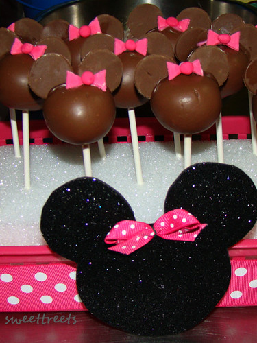 minnie mouse cakeballs