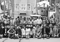 Time for prayers (Maríon) Tags: street travel bw white black turkey nikon istanbul marion reise tyrkia supermarion nesje d7000 marionnesje