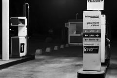 Station de nuit (www.darnoc.fr) Tags: monochrome station photoshop canon eos noir noiretblanc essence 70300mm nuit nocturne lightroom 6d 70300 pompe ef70300mmf456isusm eos6d gazole