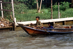 19-153 (ndpa / s. lundeen, archivist) Tags: boy people woman color film water 35mm thailand boat canal child bangkok nick paddle canals thai oar watersedge 1970s 1972 19 1973 klong dewolf khlong klongs nickdewolf photographbynickdewolf khlongs reel19