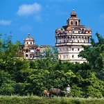 "Kaiping Diaolou, Guangdong <a style=""margin-left:10px; font-size:0.8em;"" href=""https://www.flickr.com/photos/92039376@N04/14357933842/"" target=""_blank"">@flickr</a>"
