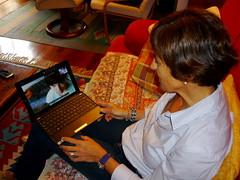 Ama-alabak Skype bidez hitz egiten
