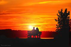 Feu de la passion ... ( P-A) Tags: monstudiocielouvert cvgr silhouette soiremarinabriselames roches pierres simpa extrieur ciel nuage crpuscule amoureux dcor monstudiocielouvert photos nikonflickraward photoqubec flickrsbestgroup